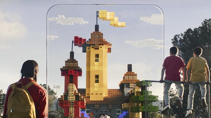 Les enfants de Minecraft Earth regardent le château en RA