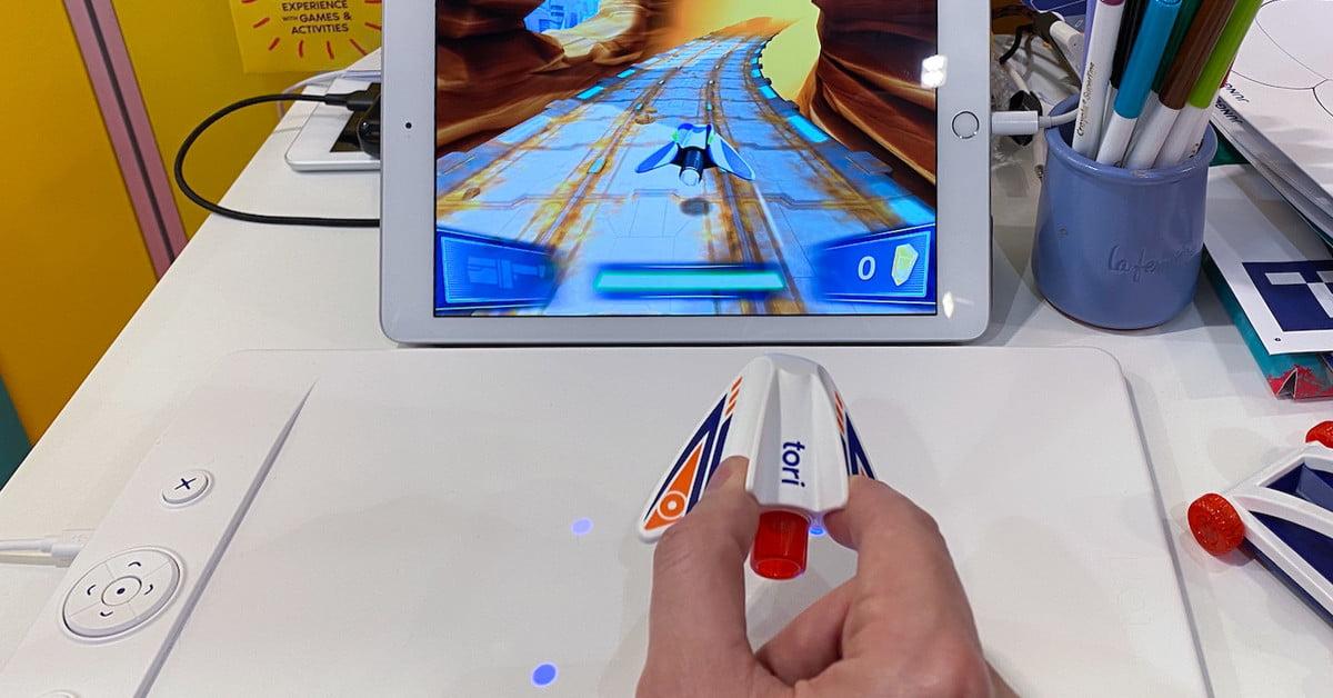 Les aimants permettent de contrôler ce jeu de l'espace avec une grande précision.