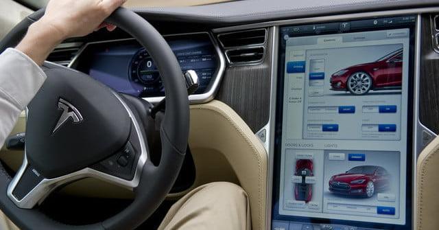 Les écrans de Tesla pourraient prendre en charge YouTube avec la prochaine mise à jour logicielle