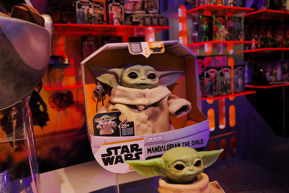 Hasbro Baby Yoda Mandalorian en boîte
