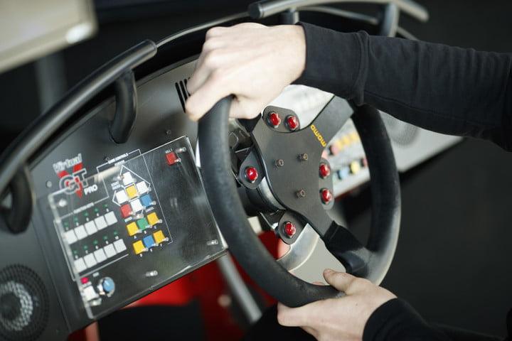 Simulateur de conduite Mazda et iRacing